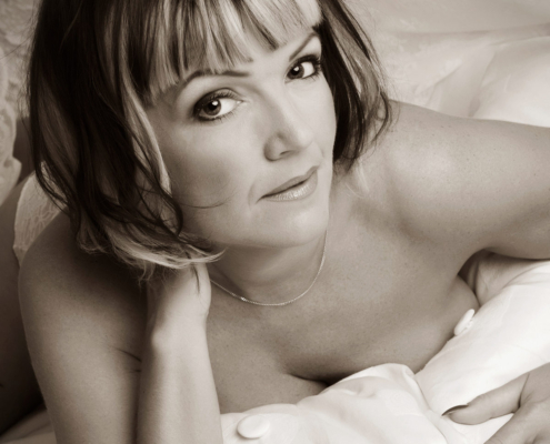 white-sheet-boudoir-photography-1