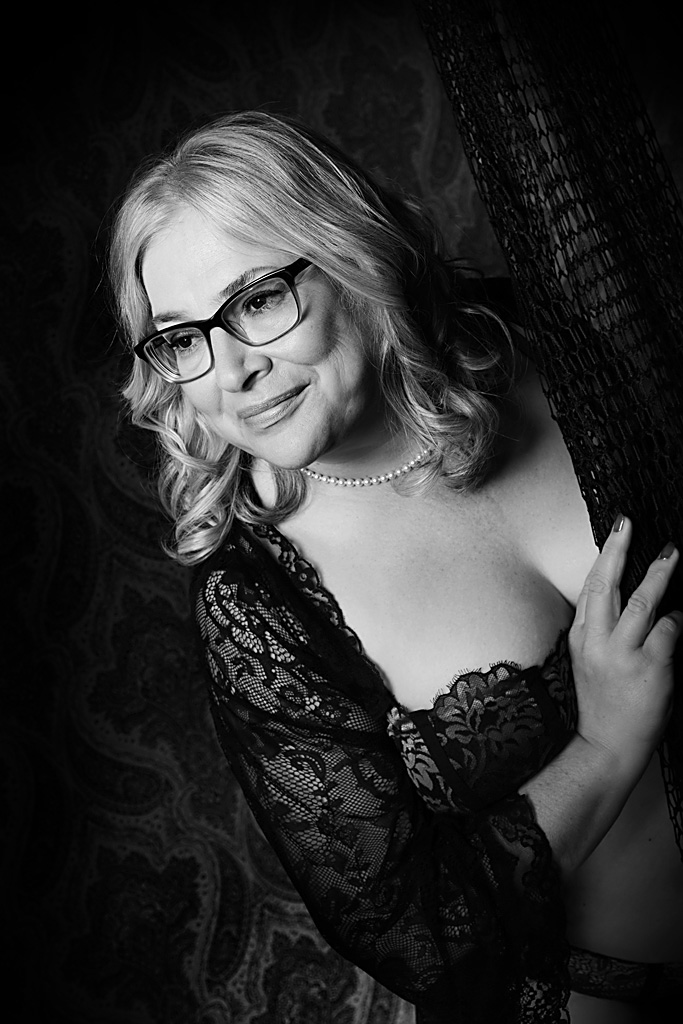 curvy-boudoir-photographer